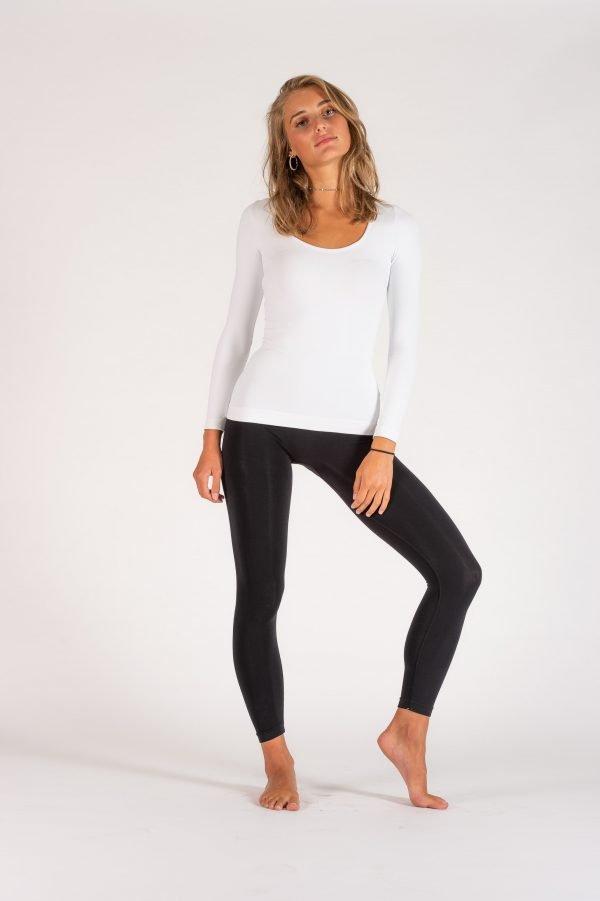Leggings-Light-nero-maglia-manica-lunga-bianca-600×901